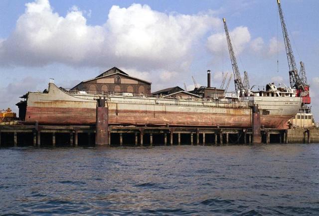 Stella antares 13 april 1984 tijdens de sloop te Schiedam